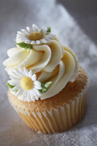 Daisy Wedding Cupcakes