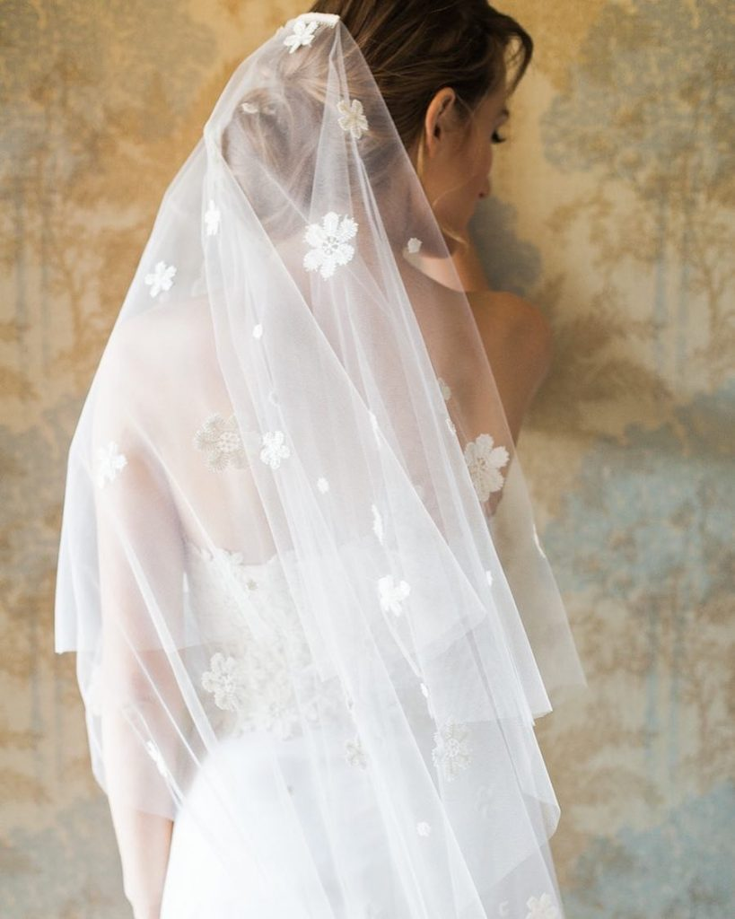 Wedding Veil With Embroidered Daisies