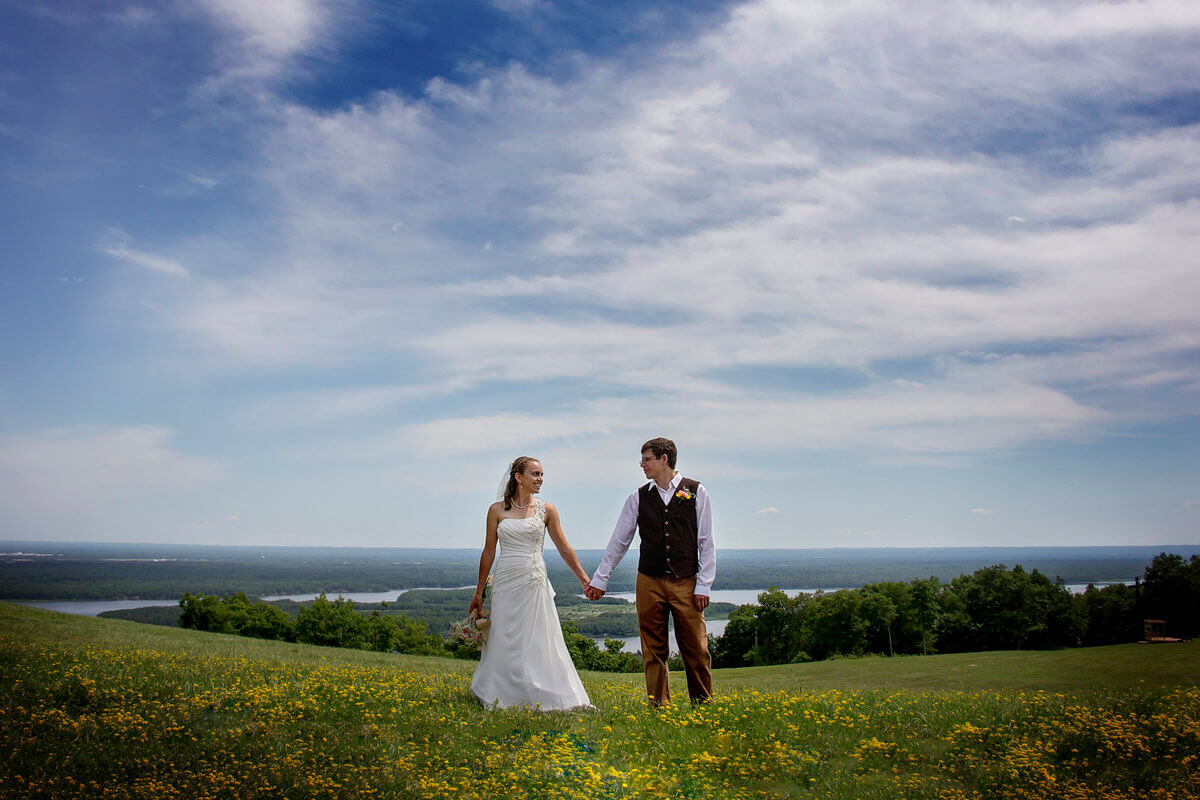A summertime Spirit Mountain wedding in Duluth MN
